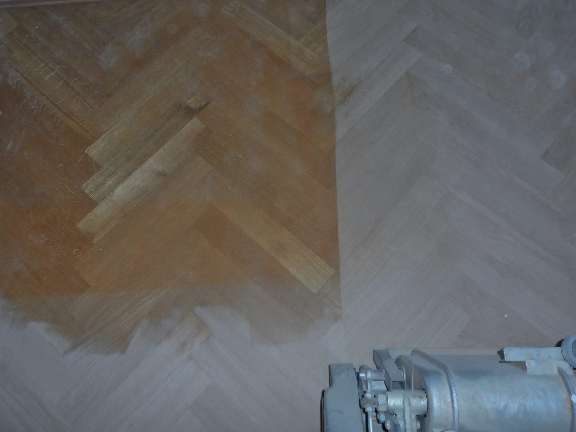 eiken-mozaiekvloer-schuren-rokeninkleuren-met-naturel-wit-en-afwerken-met-een-naturelle-olie-19