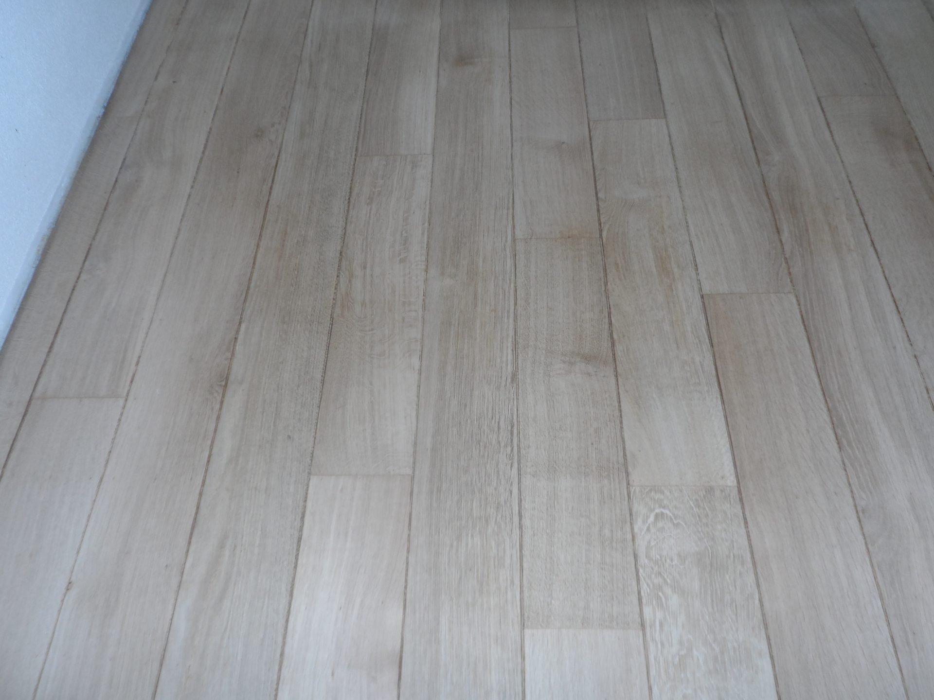 vloer-renovatie-Eiken-tapis-vloer-schuren-borsten-en-inkleuren-met-Ceranova-grijs-afwerken-met-een-naturelle-olie-6