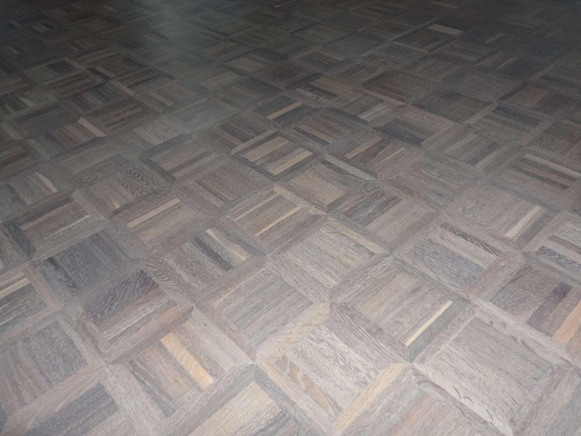 vloerrenovatie-eiken-premier-mozaiek-16x16-geloogd-en-ingekleurd-met-naturel-wit-2